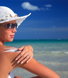 naturally-safe-cosmetics-sunscreen-guide-reduced.jpg